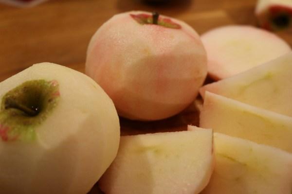 Skala och klyfta äpplen