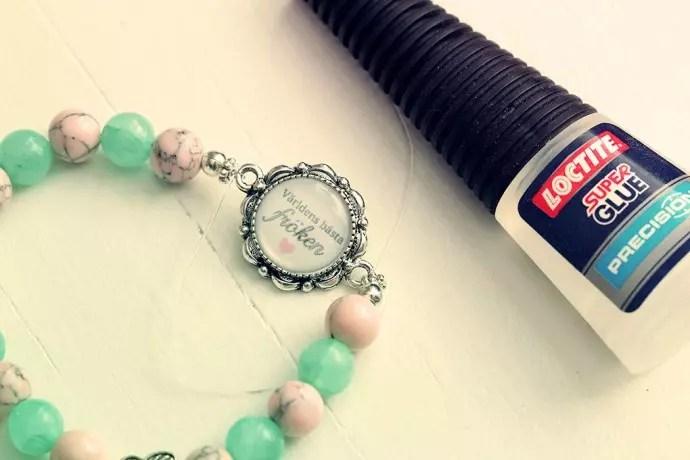 armband med budskap