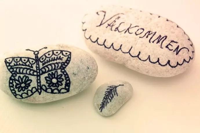 stenar med doodles