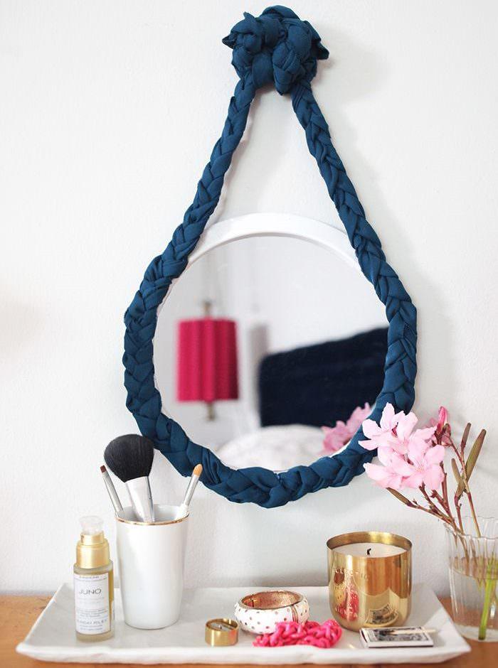 Alkuperäinen kehys suspendoitua peiliä varten