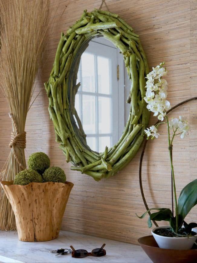 Hjemmelagde grener fra grener på et ovalt speil
