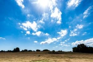 En smuk dag med skyer
