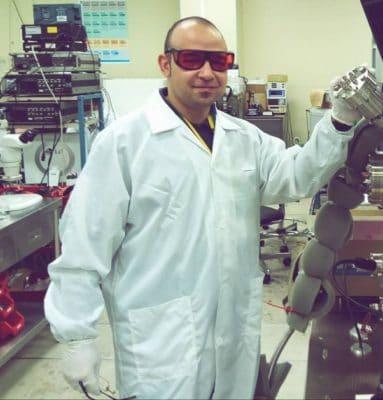 صورة نسيم محمدي…كفاءة جزائرية تنقل التكنولوجيا الأوروبية إلى الجزائر