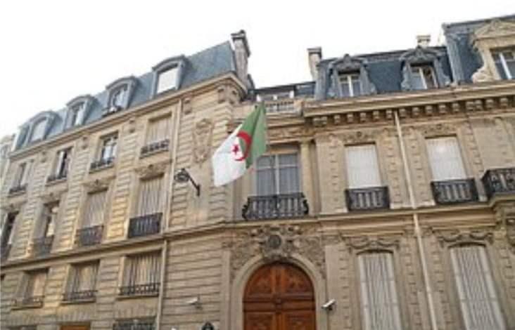 صورة سفارة الجزائر بفرنسا تؤكد ان الدخول الى ارض الوطن لا يتطلب ترخيص
