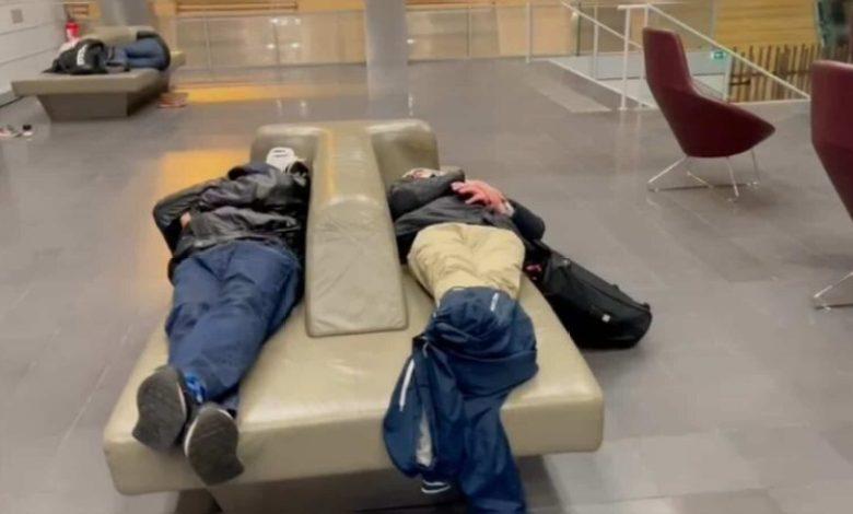 صورة افراد الجالية من بريطانيا لازالوا عالقين بمطار شارل ديغول