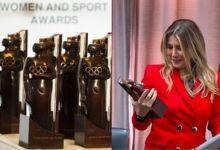Photo de Salima Souakri : Le trophée du CIO «femme et sport» est enfin arrivé, en attendant la cérémonie officielle.