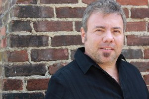 photo of critically acclaimed author Robert Liparulo