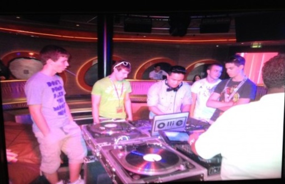 Diving into DJing Class on the Disney Fantasy Cruiseship