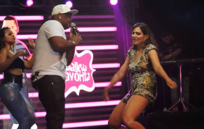MC Marcinho dança com Carol Sampaio