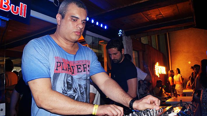 DJ Andreller nos Mixes do Caza3 em completo extâse
