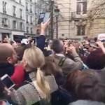 Prezydent Duda entuzjastycznie przyjęty przez Polonię w Paryżu
