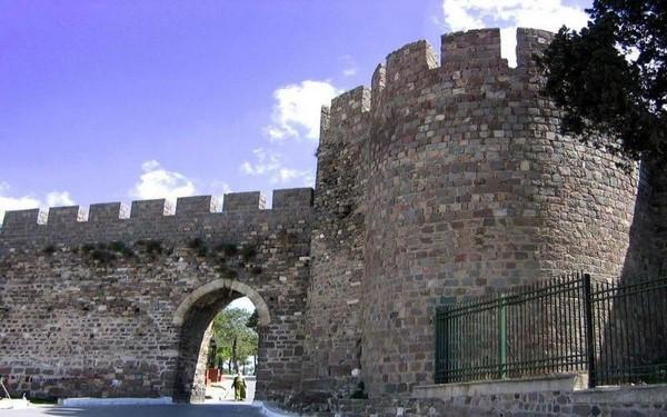 قلعة كاديفيكالي
