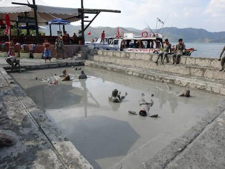 حمامات الطين