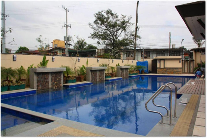 Accolade Place Pool
