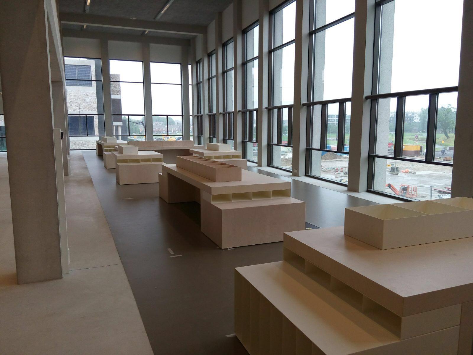 displaytafels - Bibliotheek Ligne Sittard