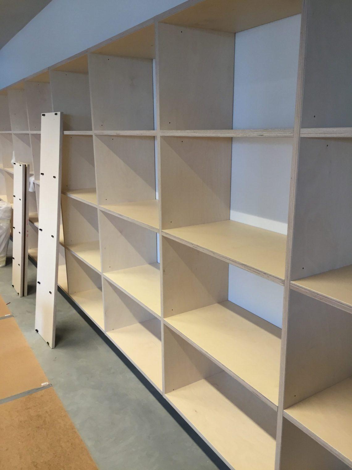 kasten in opbouw e1466859300276 - Bibliotheek Ligne Sittard
