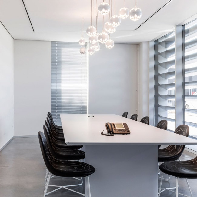 the perfect lighting for meeting rooms