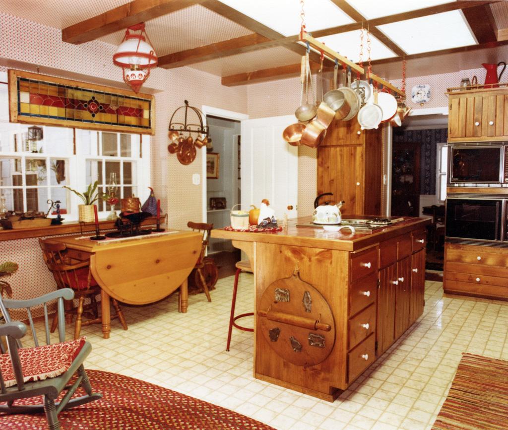Small Kitchen Design Counter