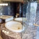 Tub & Vanity