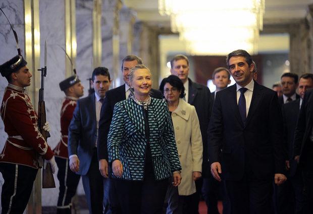Първата среща на американския държавен секретар бе с президента Росен Плевнелиев.