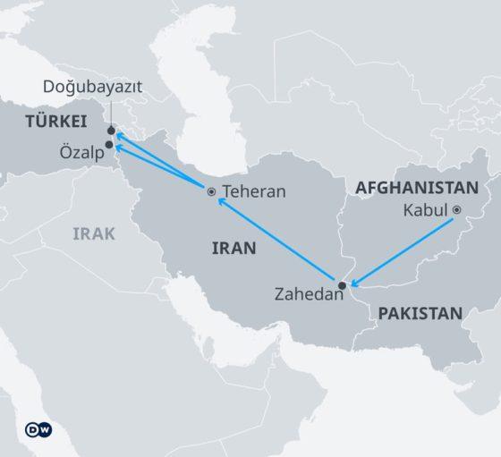 Картата показва маршрута на бегълците от Афганистан през Иран до Турция.