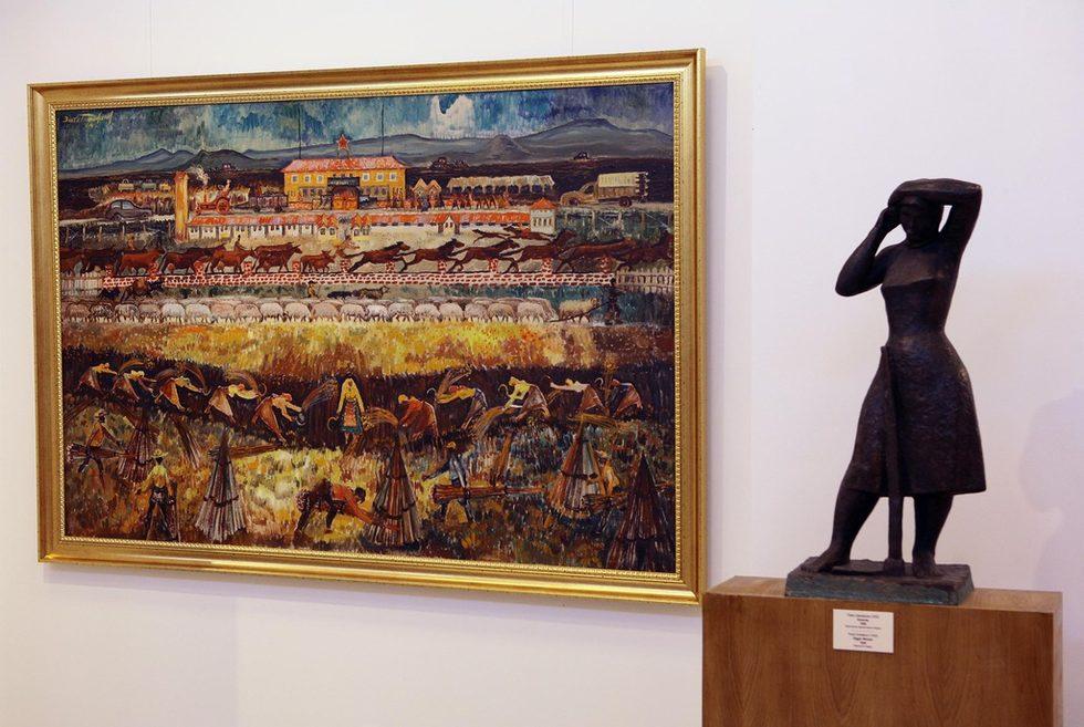 """В музея ще има и следващи експозиции, в които други куратори и автори ще могат да представят своет виждане за периода. В бъдеще в сградата ще има и отделна галерия за външни автори и модерни експозиции. Салонът с живопис е само един, макар сградата да е доста голяма. В нея ще се помещават и други културни институции като държавният фолклорен ансамбъл """"Филип Кутев"""", Националният институ за недвижимо културно наследство. Националанта художествена галерия също ще има там и своя административна част.На снимката: """"ТКЗС"""" на Златю Боаджиев."""