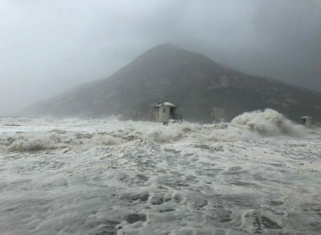 (FOTO, VIDEO)Tajfun Mangkhut nakon Filipina stigao u Kinu: Bez struje sedam tisuća ljudi 3