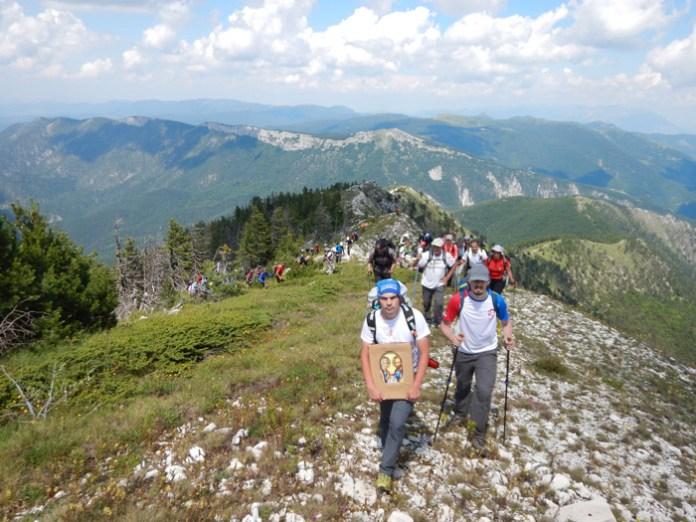 100 ДЕЦЕ ЗА 100 ГОДИНА: Стари планинари повели младе НА KАЈМАKЧАЛАН! Од призора са врха кренуће вам сузе (ФОТО) 4