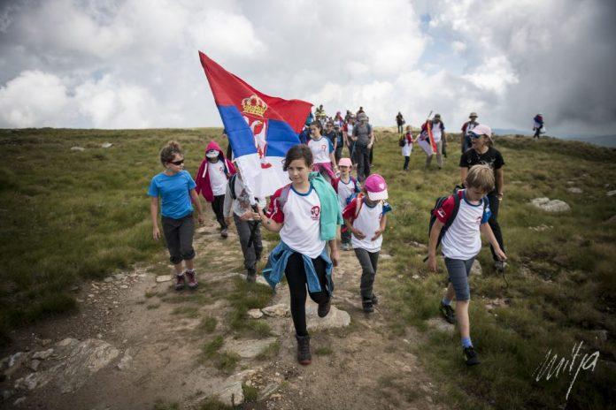 100 ДЕЦЕ ЗА 100 ГОДИНА: Стари планинари повели младе НА KАЈМАKЧАЛАН! Од призора са врха кренуће вам сузе (ФОТО) 2