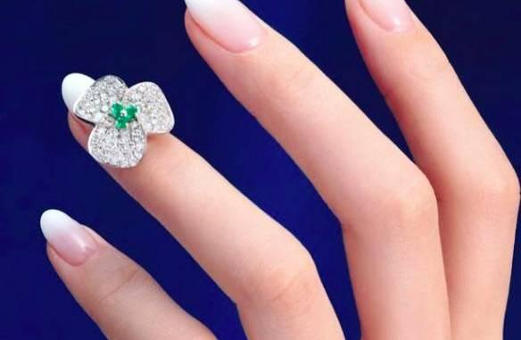 модерен маникюр, модни цветове на лаковете, лак за нокти, форма на маникюр, красив маникюр, камъни за нокти