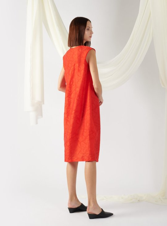 textured dress with front pleats in red