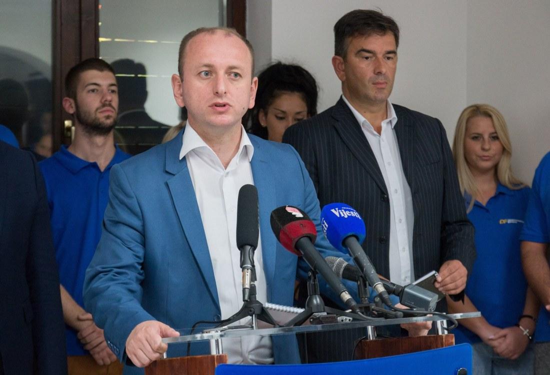 Proglasili se nenadležnim, ali naložili liderima DF da plate po hiljadu evra