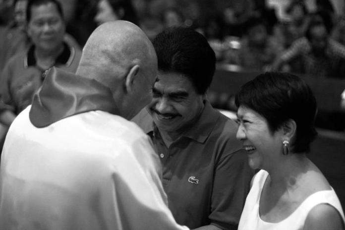 Fr. Naring Dela Cruz in a light moment with Mayor Evelio Leonardia and wife, Elsa, during the Mass at the San Sebastian Cathedral that kicked off Grupo Progreso's filing of COCs | Photo by Julius D. Mariveles