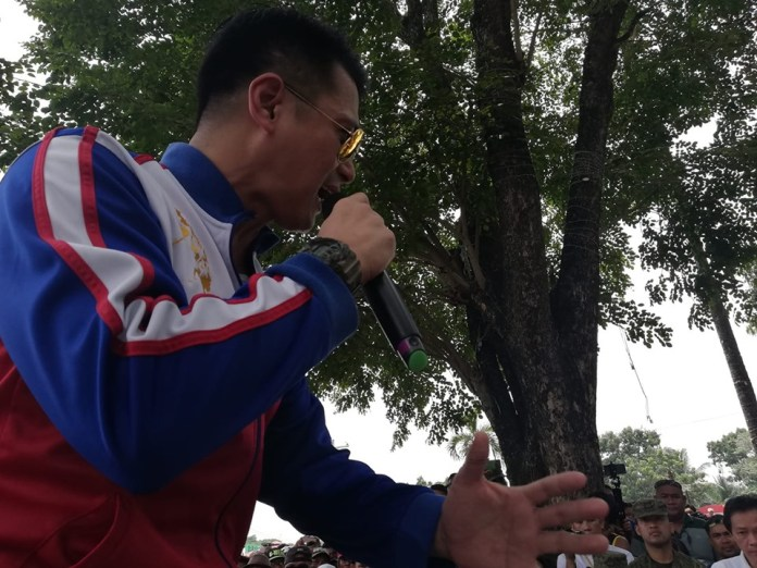 Army Reserve Capt. Robin Padilla tells crowd he hid in a stronghold of  the NPA in Bicol when he was wanted for illegal possession of firearms. | Photo by Julius D. Mariveles
