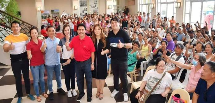 Councilor Cindy Rojas, standing, second from right, with Mayor Evelio Leonardia, third from right, and Councilor Israel Salanga, standing, right during an activity at the Bacolod Government Center.   Photo from Councilor Cindy Rojas Facebook page.