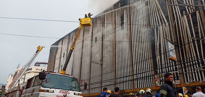 Volunteer firefighters from the Chamber Volunteer Fire Brigade brave the heat on aerial platforms of Chamber as they contain the fire that gutted Java Pension House in the early morning of 26 November in Bacolod City. | Photo by Richard D. Meriveles