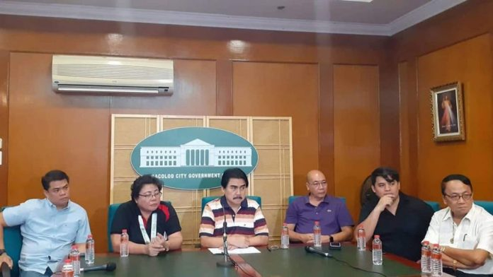 Mayor Evelio Leonardia, center, with Melanie Castillo, chief cashier of Dangerous Drugs Board (left of the mayor) and (to the right) Vice Mayor El Cid Familiaran, in blue shirt, Councilor Israel Salanga, in black shirt, Councilor Al Victor Espino, extreme left, and officials of the Dangerous Drugs Board in a news conference on the Balay Silangan drug rehabilitation center.   Photo by Neska A. Centina