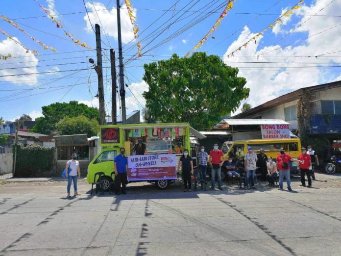 """The Bacolod City government launched a food project called """"Sari-Sari Store on Wheels"""" in Barangay Taculing today [April 2], with its first mobile store partner called """"Chinggayan.""""*/BBDPC PHOTOSO"""
