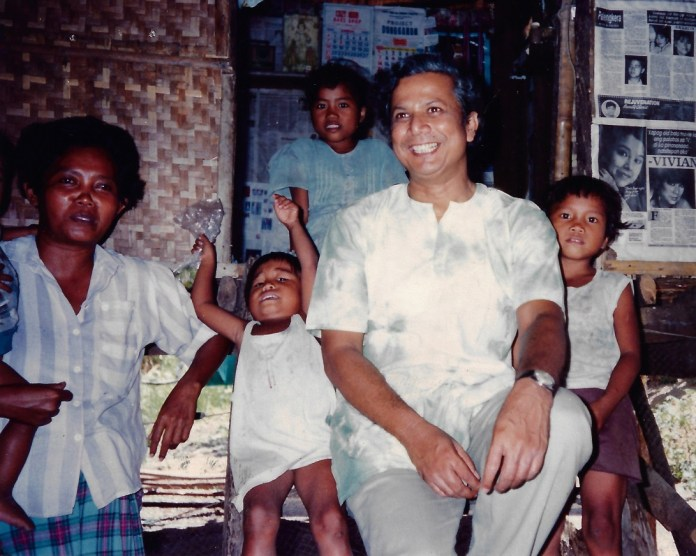 Professor Muhammad Yunus with the family of one of NWTF's first members on his first visit to Punta Mesa, Manapla, Negros Occidental, Philippines in 1989. | Photo by NWTF