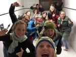 Kidscamp Team beim letzten Verschönern des Sanitrakt