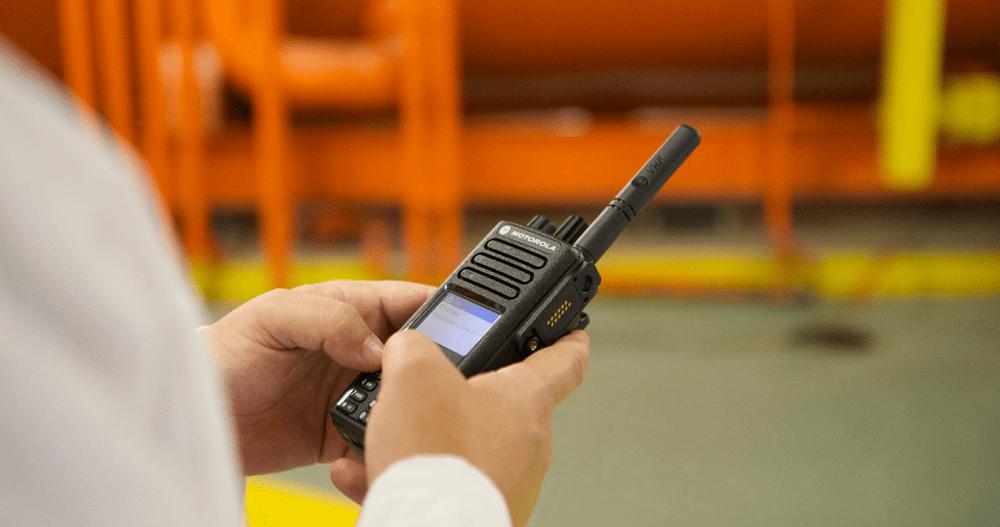 ¿Cómo usar radios de dos vías?