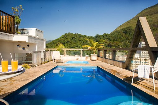 rio-carnival-package-augustos-hotel-pool