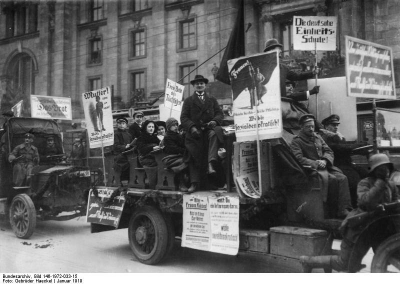 Bundesarchiv Bild 146-1972-033-15, Berlin, SPD-WahlpropagandaCC-BY-SA-3.0-de Gebrüder Haeckel
