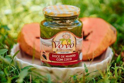 Sobremesa deliciosa de mamão ralado com coco