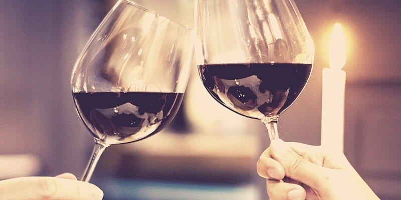 30 Amazing first date ideas for couples. Make your first date fun and different, make them remember you.
