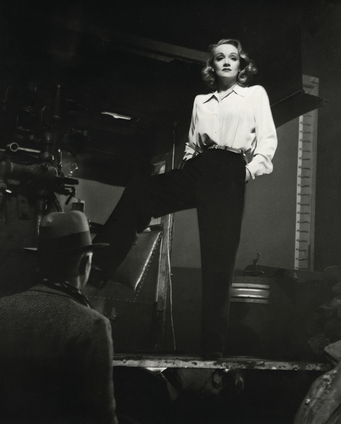 http://www.doctormacro.com/Images/Dietrich,%20Marlene/Annex/Annex%20-%20Dietrich,%20Marlene%20(Seven%20Sinners)_07.jpg