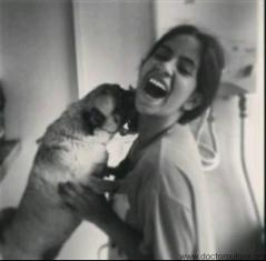Katherine Gómez y su pug
