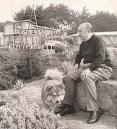 Pablo Neruda en Michoacán con su perro