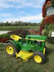 John Deere 110 Lawn and Garden Tractor