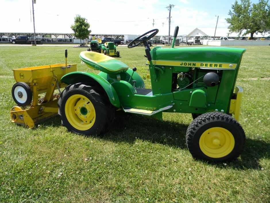 John Deere 112 Vintage Lawn and Garden Tractor